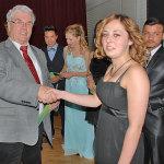 Die Besten werden vom stellvertr. Bürgermeister Herrn Otterbeck geehrt.