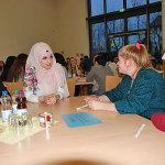 Gülsüm Güler (2. v. re.) informiert über die Ausbildung zur medizinischen Fachangestellten